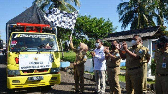 Bupati Tiwi Salurkan Bantuan Beras PPKM untuk 114.460 Penerima PKH dan BST di Purbalingga