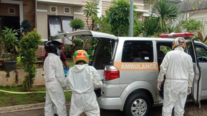 Tim Relawan Sarda Jateng saat mengevakuasi korban meninggal dunia di kawasan perumahan Beranda Bali RT 5 RW 4, Kelurahan Pesantren, Kecamatan Mijen, Kota Semarang, Sabtu (21/11/2020).