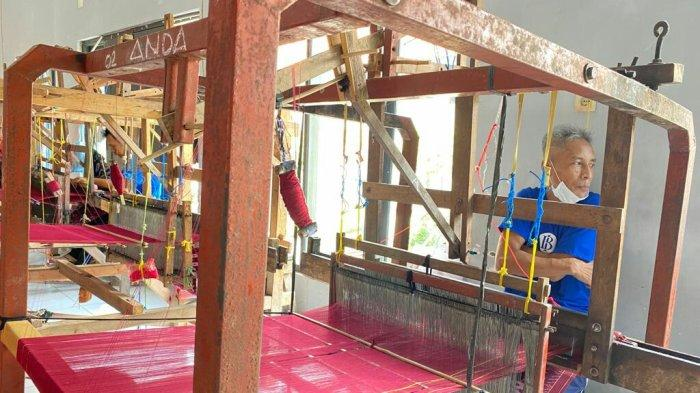 Warga Binaan Lapas Slawi Bikin Sarung Tenun Goyor: Upahnya Rp 30 Ribu