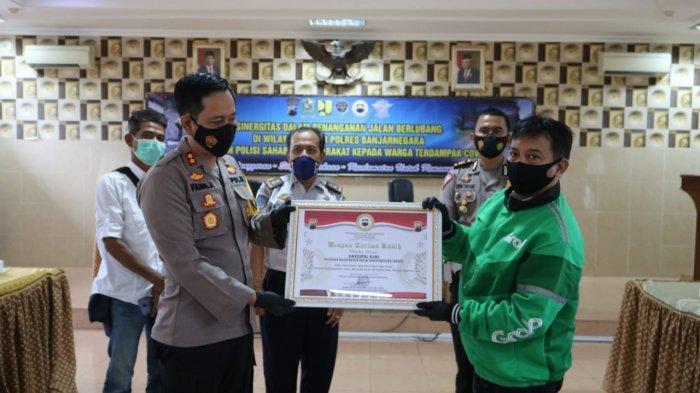 Kasih Info Jalan Berlubang, Ojol di Banjarnegara Dapat Penghargaan Polres
