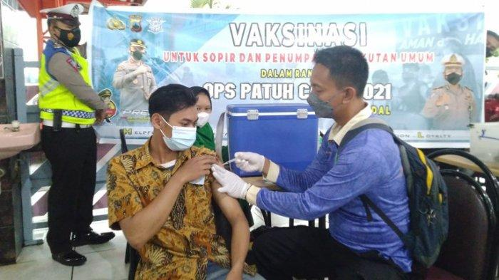 Cegah Gelombang 3 Covid-19, Satlantas Polres Kendal Vaksinasi Sopir dan Penumpang Bus