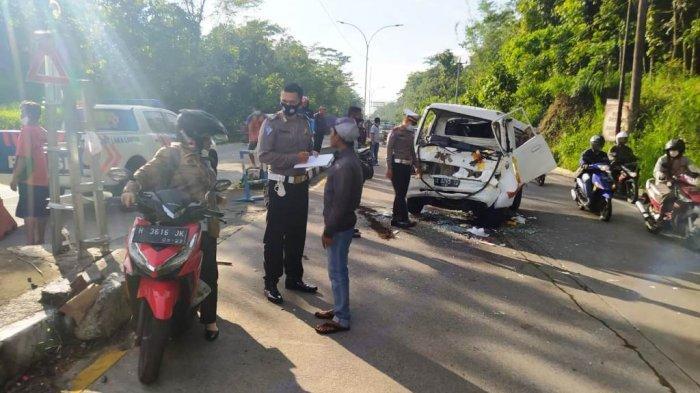 Kecelakaan di Salatiga Truk Vs Pickup, Relawan Penyeberang Jalan Jadi Korban