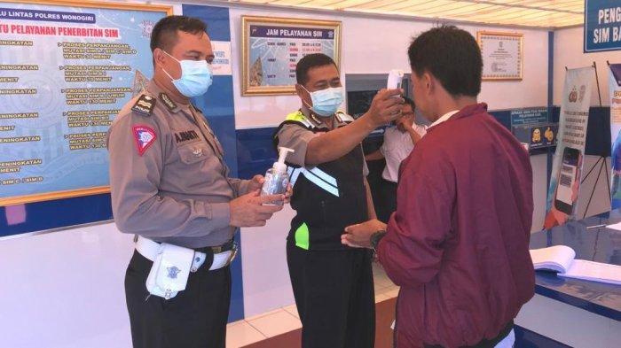 Cegah Virus Corona, Satpas SIM Polres Wonogiri Semprotkan Cairan Desinfektan
