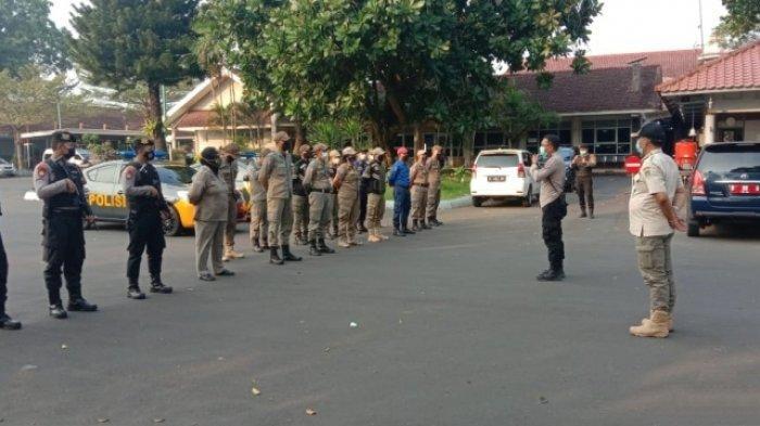 Satpol PP Bubarkan PKL di Alun-alun, Pedagang Kehilangan Tempat untuk Berjualan