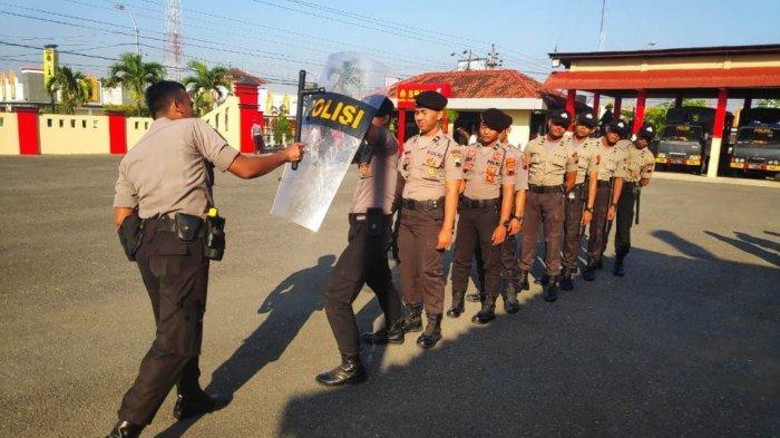 Perkenalkan Tugas Kepolisian, Bintara Baru Polres Blora Dilatih Dalmas dan Bela Diri