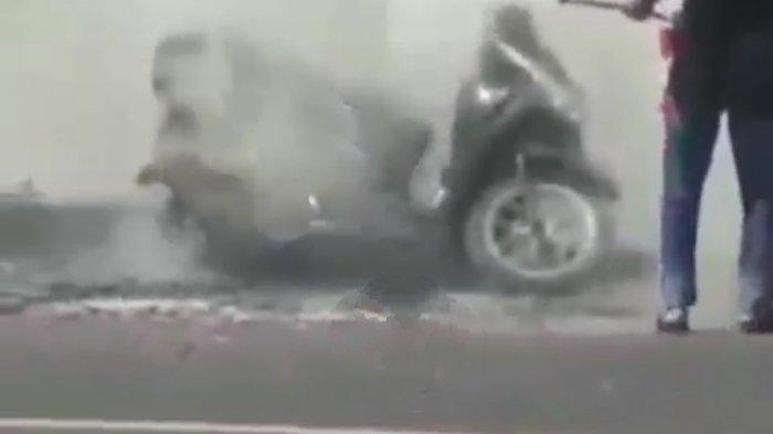 Emak-emak Kulakan Petasan Kena Knalpot Meledak di Ajibarang Banyumas, Kompol Berry: Motor Terbakar