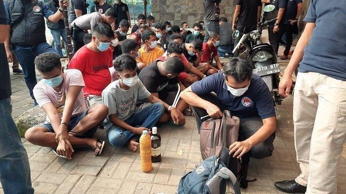 Polisi Kerahkan 555 Personel Gerebek Sarang Narkoba di Kampung Ambon, 45 Orang Ditangkap
