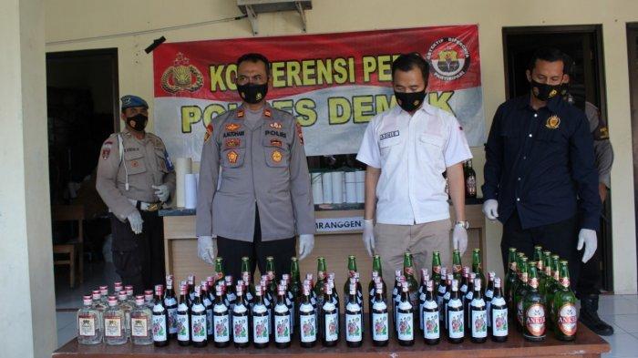 Sebanyak 90 botol miras berbagai jenis diamankan Polsek Mranggen, Kabupaten Demak.