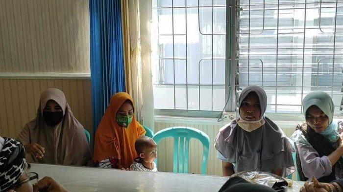 4 Ibu Rumah Tangga Ditangkap karena Lempar Atap Pabrik Tembakau, Sebelumnya Sempat Protes karena Bau