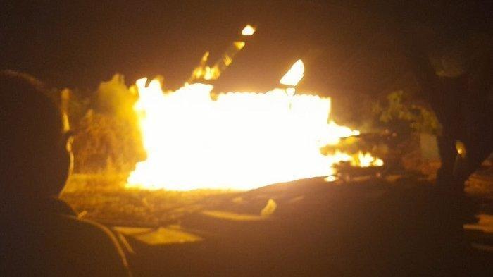Terjadi Kebakaran Gudang Kayu di Karanganyar Malam Ini