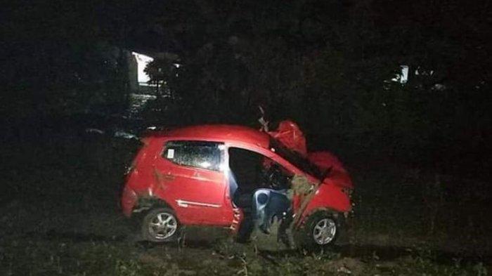 Sopir dan Penumpang Lolos dari Maut, Mobil Terpental 100 Meter Tertabrak Kereta Api di Grobogan