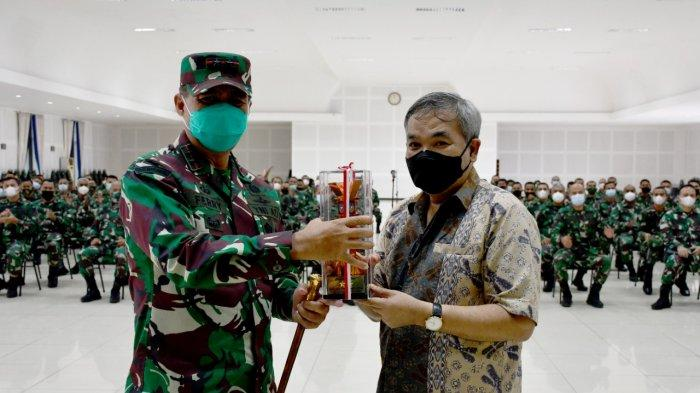 Setiap Perwira TNI AD Harus Mampu Berkomunikasi dengan Baik