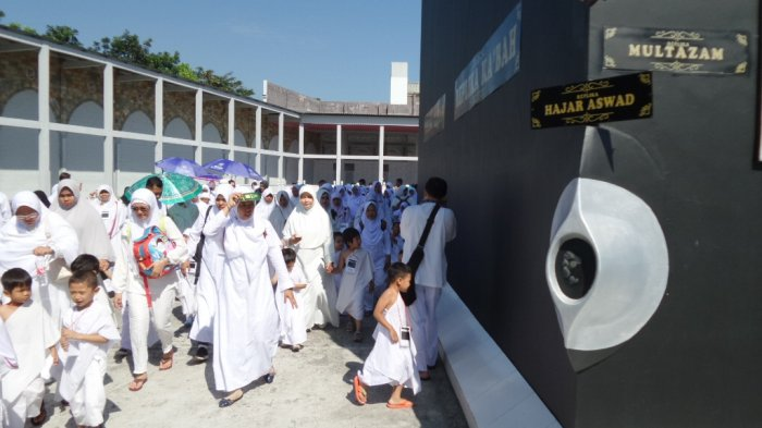 Pakai Ihram, 300 Siswa TK Bina Amal Melaksanakan Manasik Haji
