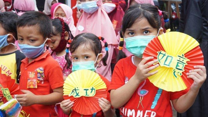 Perayaan Imlek di Kampung Mandarin Batang, Hias Masker Hingga Bernyanyi Mandarin