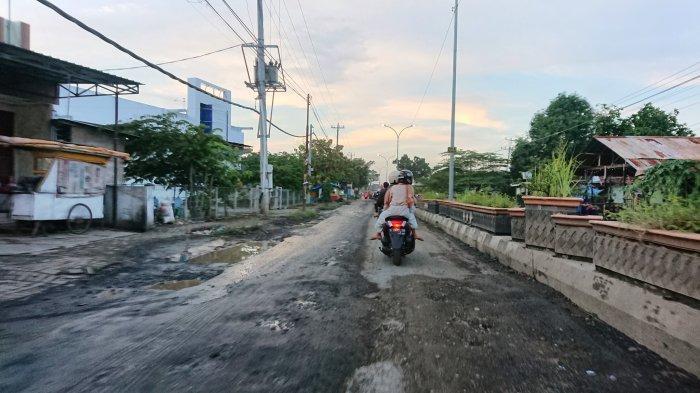 Rusak Parah, Jalan DI Panjaitan Pemalang Dikeluhkan Pengguna Jalan