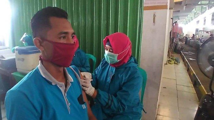 Sejumlah Pedagang Pasar Mranggen Divaksin, Ketua DPRD Demak Ingatkan Tetap Patuhi Prokes
