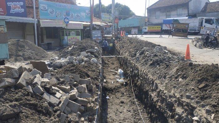 Mohon Tangani Selokan di Jalan Dr Cipto Semarang, karena Sudah Buntu Total hingga Banjir