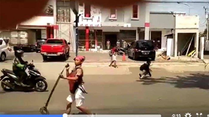 HOTLINE SEMARANG : PKL di Jalan Kiai Saleh Dirikan Tenda Permanen