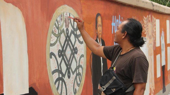 Perupa Jepara Percantik Dinding Museum RA Kartini, Tampilkan Gambar Kearifan Lokal