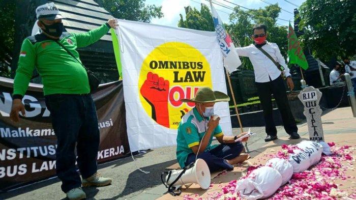 Terus Suarakan Tolak Omnibus Law, Buruh Jateng Minta Majelis Hakim MK Bisa Berlaku Adil