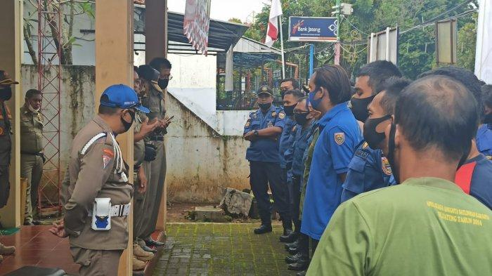 Dua Bulan Tak Digaji, Petugas Honorer Damkar dan Linmas di Batang Geruduk Kantor Satpol PP