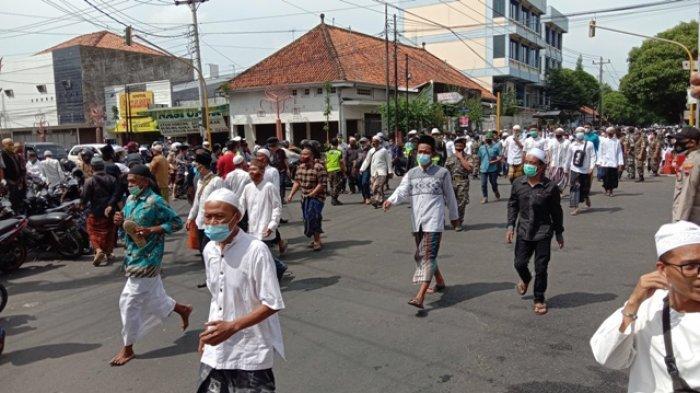 Cegah Kerumunan, Aparat TNI-Polri Jaga Rumah Duka Habib Jafar Alkaff di Kudus