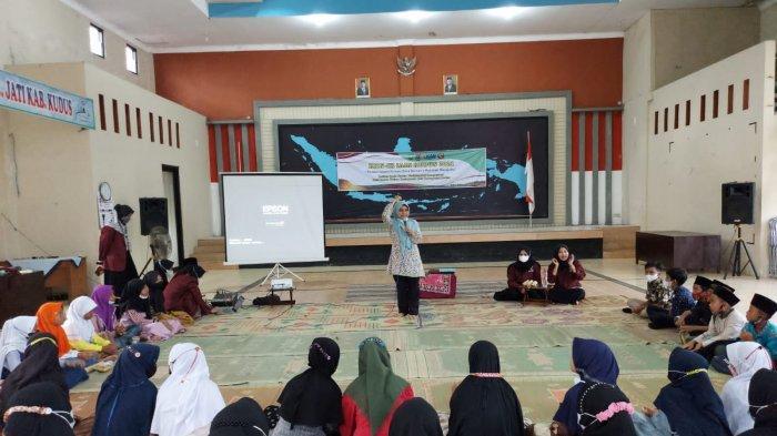 KKN IAIN Kudus Adakan Sekolah Moderasi Agama di Loram Wetan