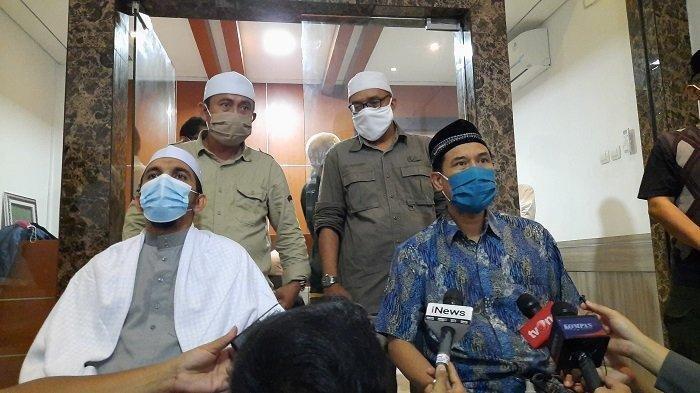 Sekretaris Umum Front Pembela Islam (Sekum FPI) Munarman dalam konferensi pers di Gedung DPP FPI, Petamburan, Tanah Abang, Jakarta Pusat.