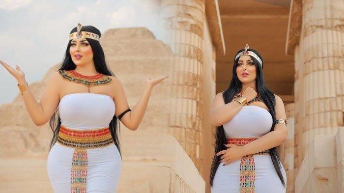 Selebgram Salma el Shimy ditangkap setelah berpose di depan piramida Mesir