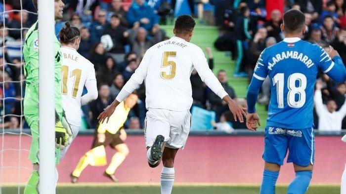 Fabrizio Romano Bocorkan Varane Tandem Ramos Siap Hengkang dari Real Madrid, Sudah Sepakat dengan MU