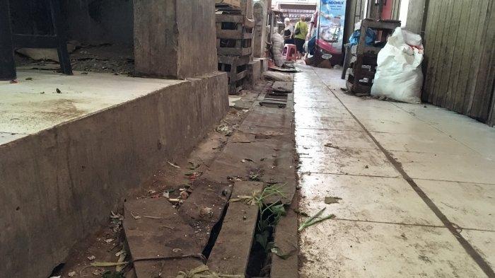 Hotline Semarang : Besi Penutupan Selokan Lempongsari Berlubang