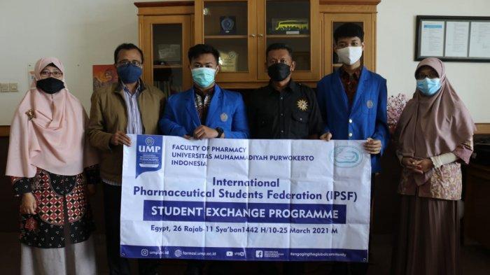 Dua Mahasiswa Farmasi UMP Purwokerto Lolos Ikuti Student Exchange Program di Mesir