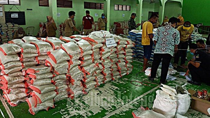 PT KAI Daop 4 Semarang Bagikan 700 Paket Sembako Gratis untuk Warga Kurang Mampu di Sekitar Stasiun