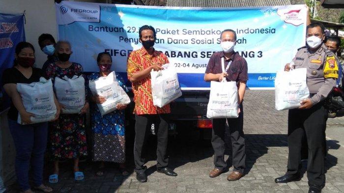 Fifgroup Semarang Cabang Sriwijaya Bagikan 100 Paket Sembako
