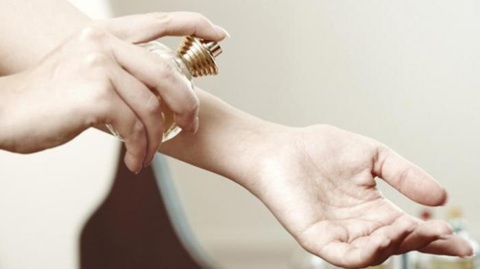 Ini Cara Menyemprotkan Parfum agar Wangi Bertahan Sepanjang Hari