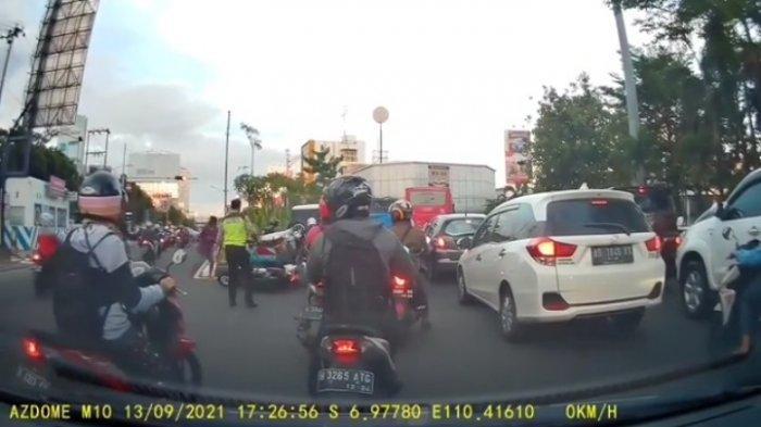 Hasil Interogasi Video Viral Polisi Dorong Pemotor Sampai Jatuh di Semarang: Akhirnya Cium Tangan