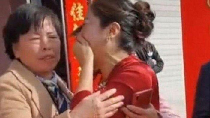 Wanita Ini Terkejut saat Tahu Calon Istri Anaknya Ternyata Putrinya yang Hilang 20 Tahun Lalu