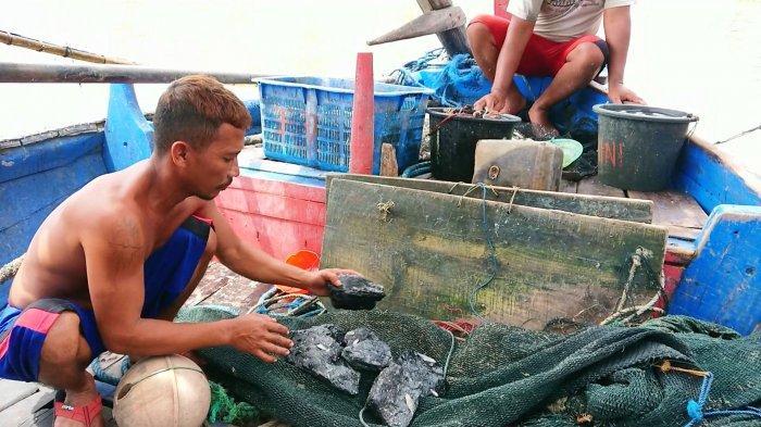 Pihak PLTU Batang Bungkam Terkait Ceceran Batu Bara di Perairan Roban Timur