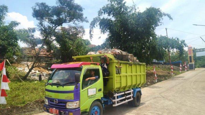 Kisah Petugas Kebersihan Begaji di Bawah UMR: Kalau Gaji Nggak Cukup ya Kami Cukupkan