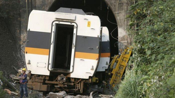 Tragedi Kecelakaan Kereta Api Tewaskan 50 Orang: Gara-gara Truk Parkir Lalu Tergelincir