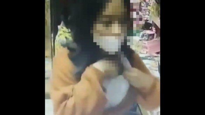 Viral Siswi SMK Cantik Terekam CCTV Mencuri HP Dimasukkan ke Bra