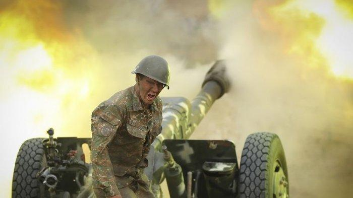 Azerbaijan Pamerkan Helm Tentara yang Tewas sebagai 'Piala' Perang, Armenia Meradang
