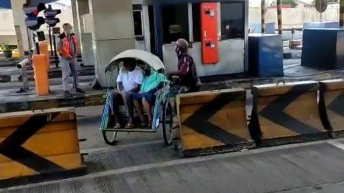 Becak Berpenumpang Masuk Jalur Tol Surabaya-Gresik Sejauh 2,6 Kilometer: Sengaja, Mumpung Sepi