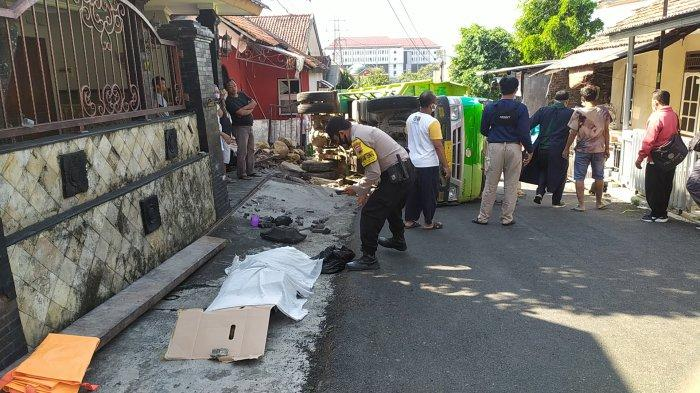 Seorang pria tewas tertindih truk muatan material batu di Jalan Teuku Umar, RT 2 RW 4 Tinjomoyo, Banyumanik, Kota Semarang, Selasa (27//7/2021).