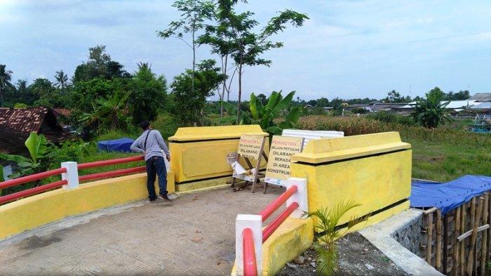 Pembangunan Jembatan Gantung di Desa Wonosari Patebon Terhenti, Warga Kecewa