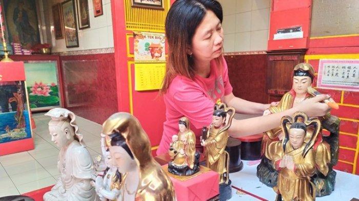 Jelang Imlek 2020 Umat Tionghoa di Salatiga Bersih-bersih Klenteng Hok Tek Bio