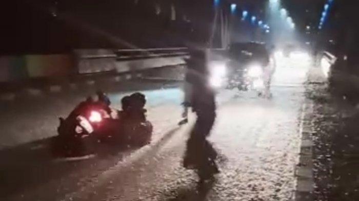 Serangga di jembatan Pelangi akibatkan kecelakaan pengendara, Rabu (24/3/2021) (ist)