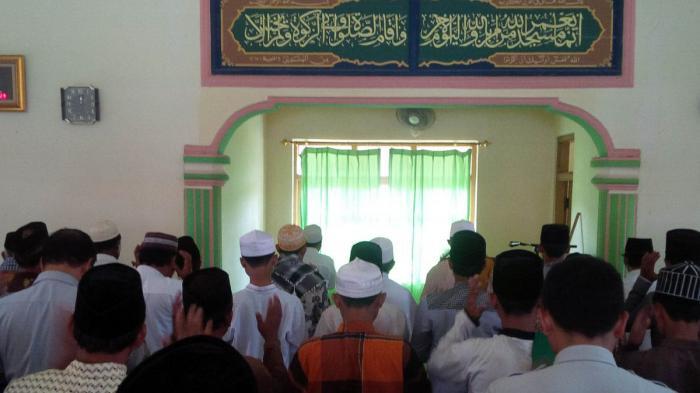Hukum Muslim yang Meninggalkan Sholat Jumat Tiga Kali Berturut-turut Beserta Haditsnya