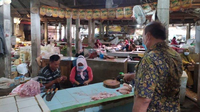Pasar Tradisional di Karanganyar Tetap Buka Saat Gerakan Jateng di Rumah Saja