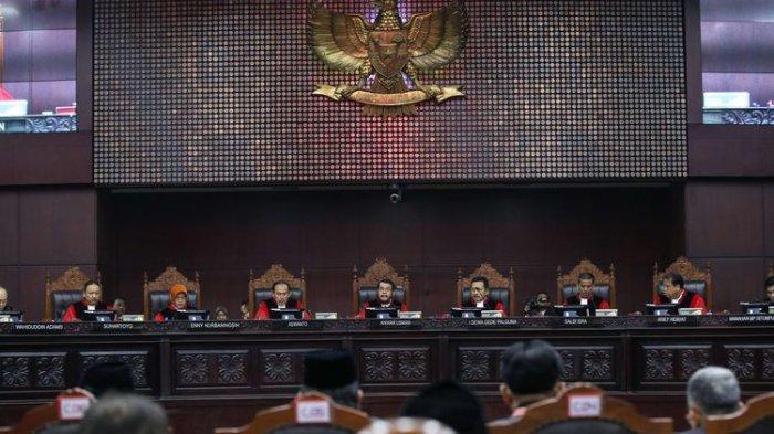 Bukti Tak Jelas, MK TolakTolak Perhitungan Suara Versi Prabowo-Sandiaga